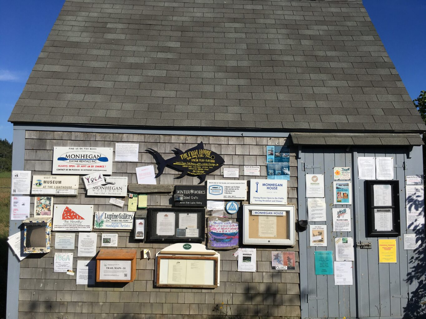 The rope shed is a space for posting business information and events. Located in the center of the village.